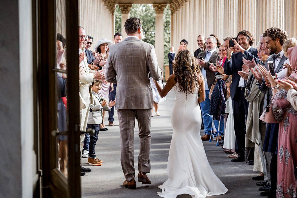 Ausmarsch des Brautpaares nach der Trauung