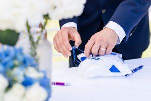 Bräutigam bei Ringübergabe